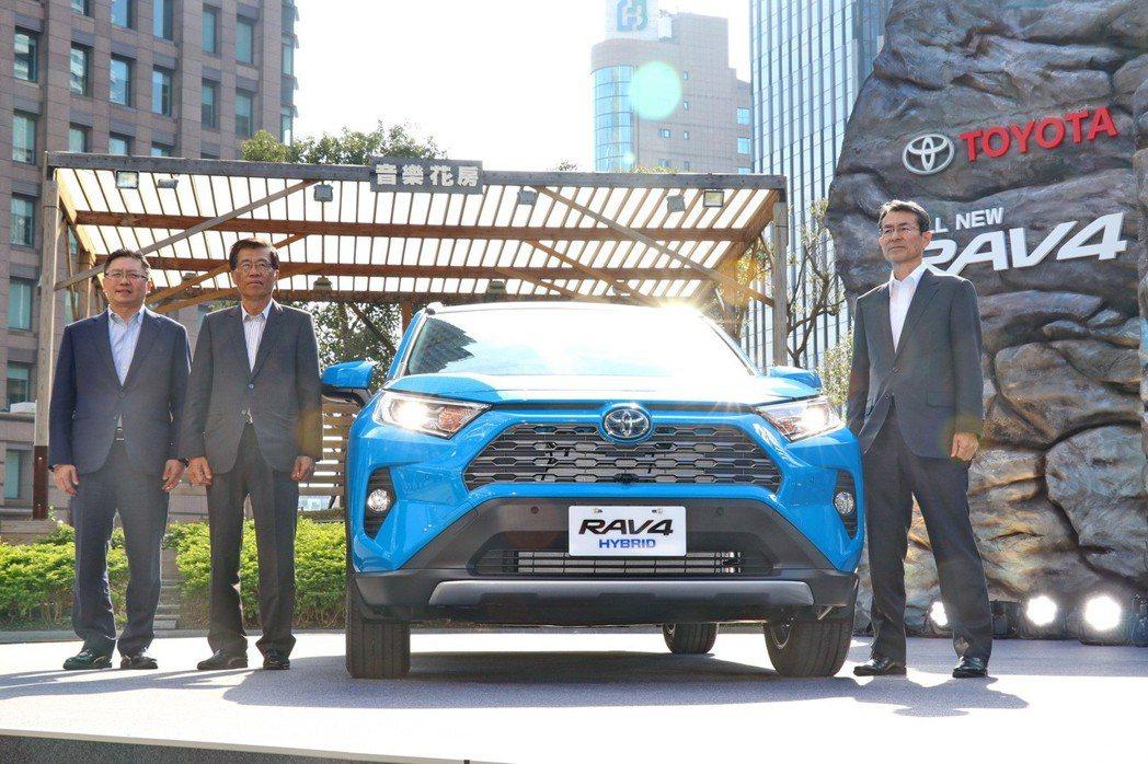 和泰汽車總經理蘇純興表示,全新RAV4上油電車型的油耗有達到政府貨物稅補助的標準...