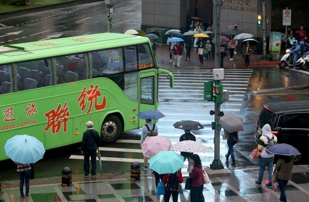 根本的問題,恐怕仍在於台灣社會「每年交通事故死傷慘重這一事實必須改變」的輿論壓力不夠強大,無法促使政府將提升交通安全,作為更優先推動的重要政策。 圖/聯合報系資料照