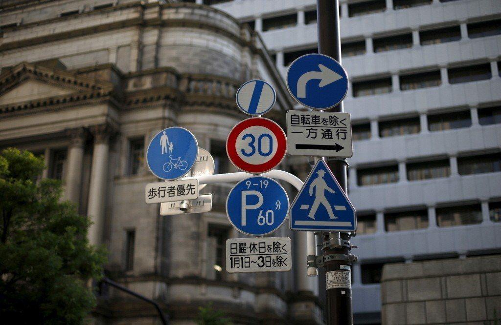日本道路上交通號誌。 圖/路透社