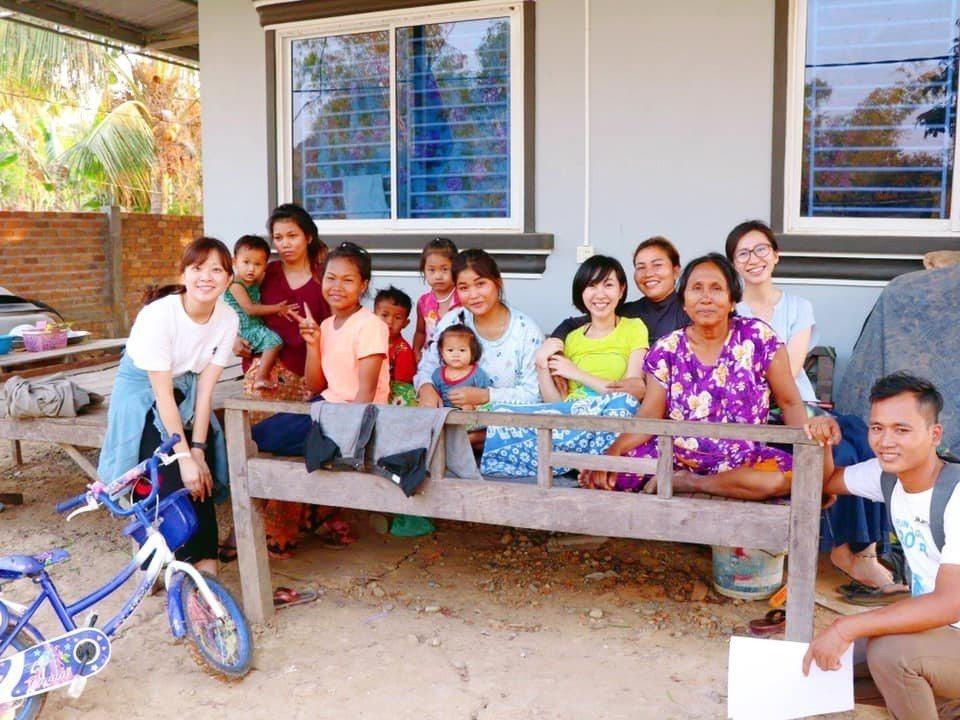 ZAZA團隊在家庭訪問中傾聽需求和村民建立了親密的信任關係。圖/張維提供
