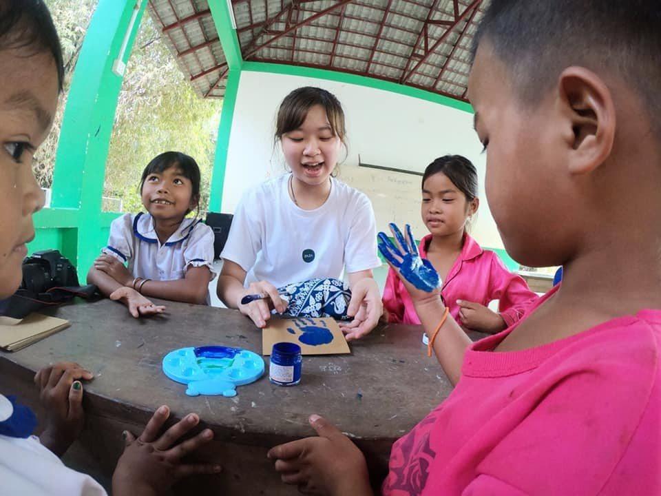 志工淨淳第一次出國,在服務中學習並拿出專業克服挑戰。圖/張維提供
