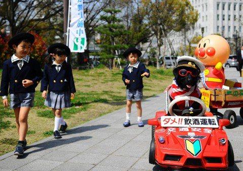 台灣行人欲斷魂:借鏡日本的「交通戰爭」與道路交通法
