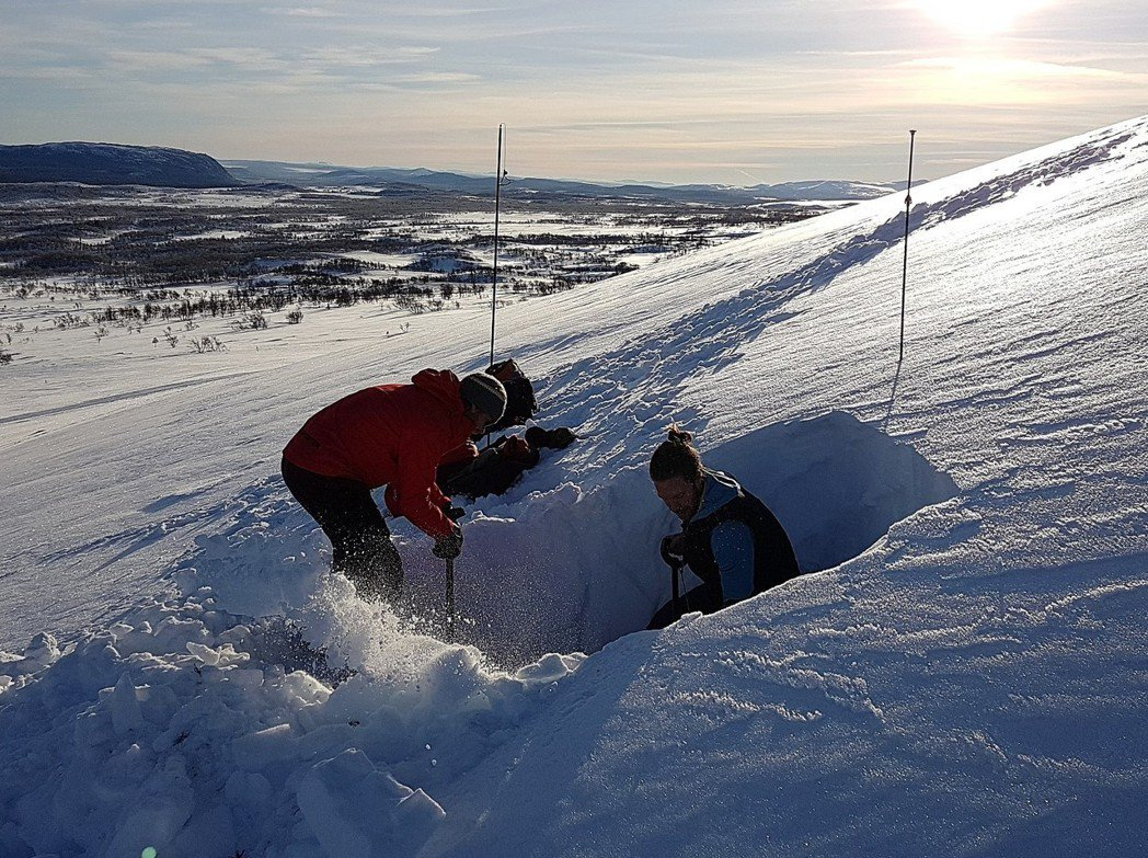 但為什麼瑞典政府光是改善設備、進行教育,而沒有因為山難發生後,就開啟封山機制呢?...