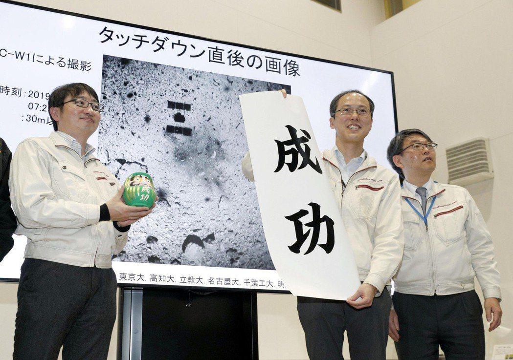 登陸小行星成功!日本「隼鳥2號」(Hayabusa 2)2月底,成功登陸距離地球...