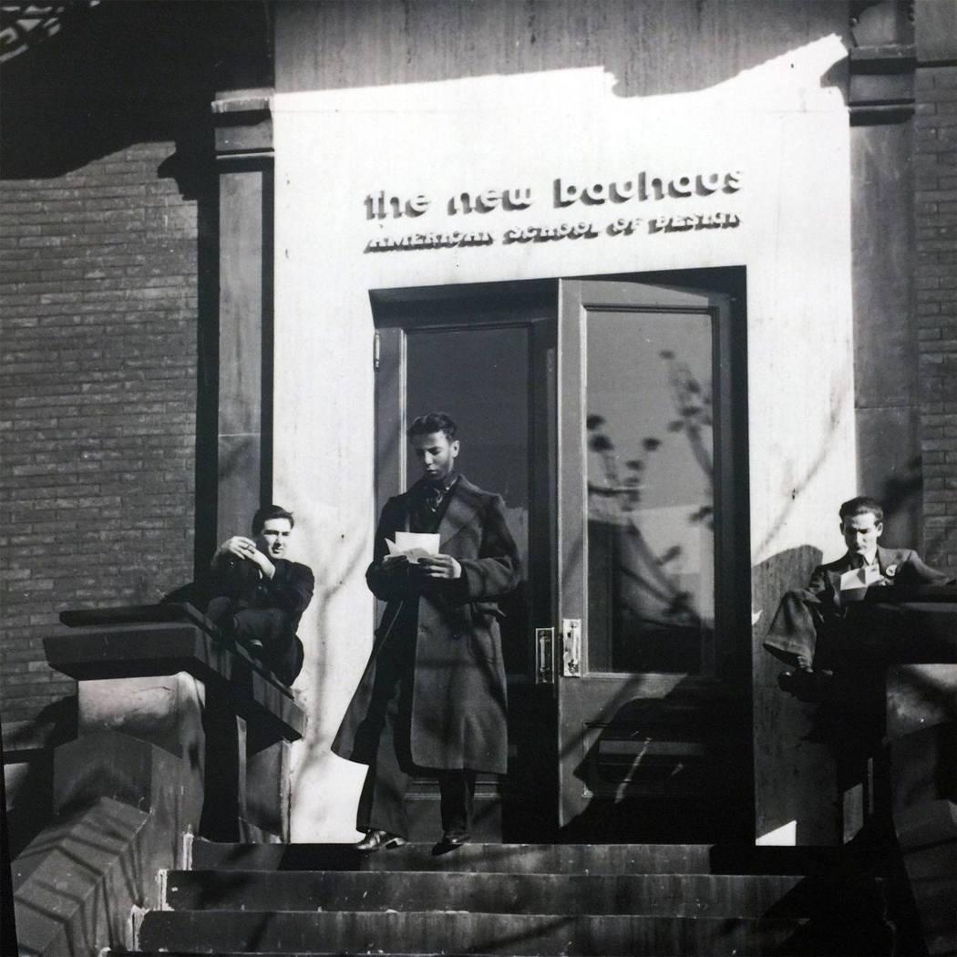 納粹奪權後,包浩斯許多成員,像其他威瑪時期的猶太或左派知識份子、藝術家、科學家一...