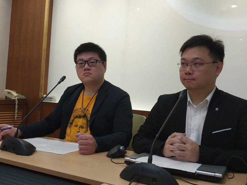 鑒於政府仍堅持不重啟核四,公投發起人黃士修與廖彥朋表示將提出「核能減煤」、「重啟...