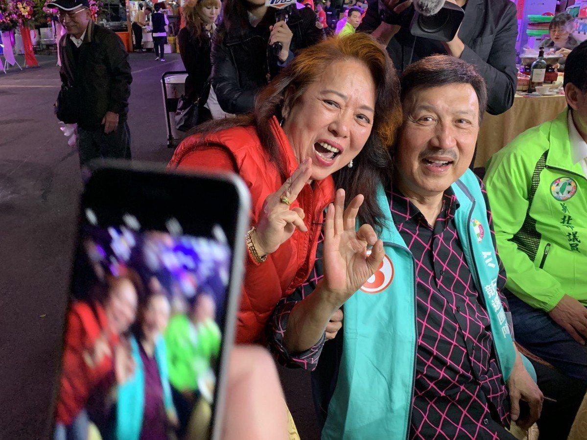 民進黨候選人余天選前之夜地點就在鄭世維上月請韓國瑜造勢的市前街,要與「韓流」一較...