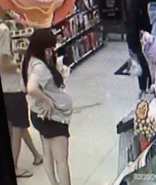 疑似新店女嬰屍生母的新加坡籍女子,在台期間逛賣場的挺肚照。圖/報系資料照片