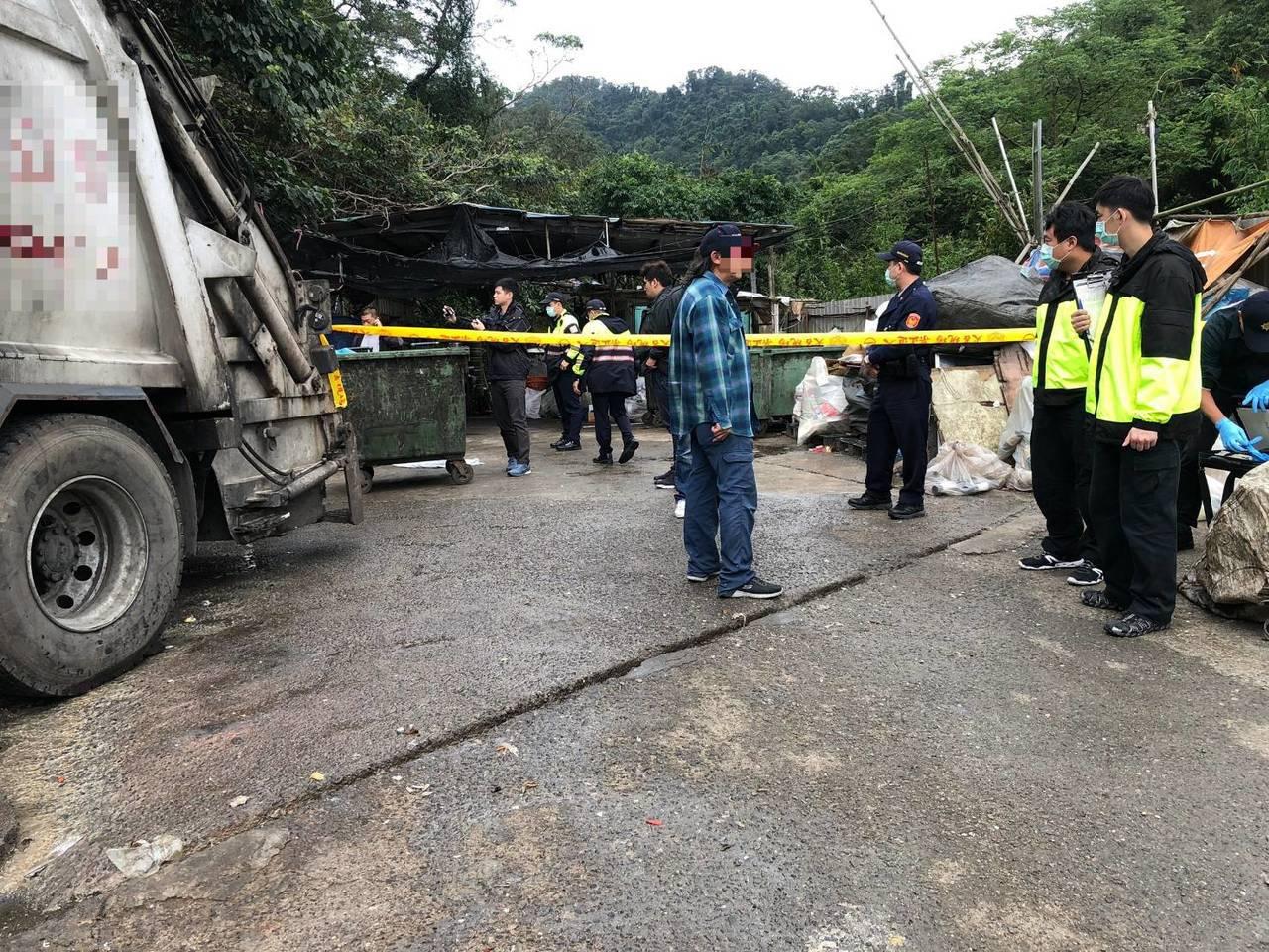 女嬰屍被丟棄在廚餘桶內,警方查出新加坡籍情侶涉案。聯合報系資料照