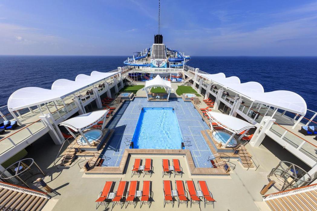 世界夢號備有專為年輕族群與家庭客群打造的豐富休閒育樂設施,除了專屬泳池外,還有6...