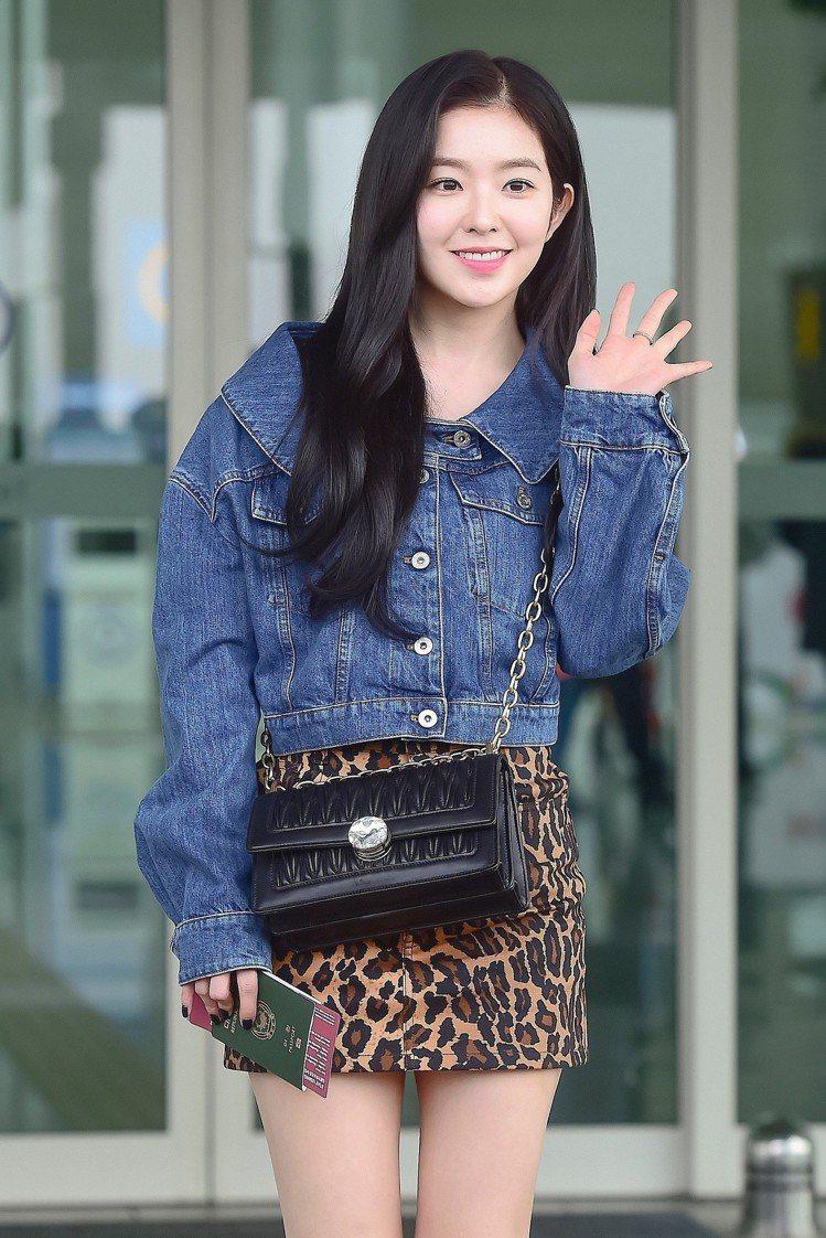 韓國女團Red Velvet隊長Irene出發前往MIU MIU大秀,也是她第一...