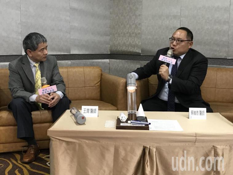 馬偕醫院泌尿科主治醫師蔡維恭(圖右)表示,建議攝護腺癌患者術後6週再開始性交,患...