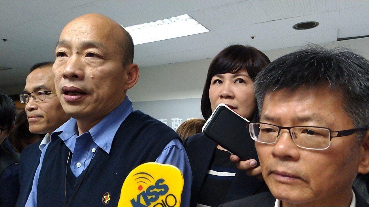台北市長柯文哲認為和高雄市長韓國瑜(左二)友情沒變,還說他發現和韓國瑜「我們兩個...