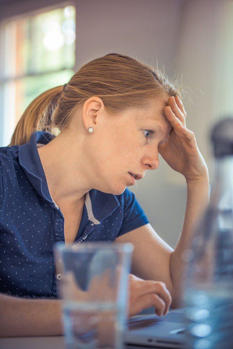 人們應該要有的舉止與情緒穩定,什麼樣的態度表達,才不會讓你在這職場上,變成「淘汰...