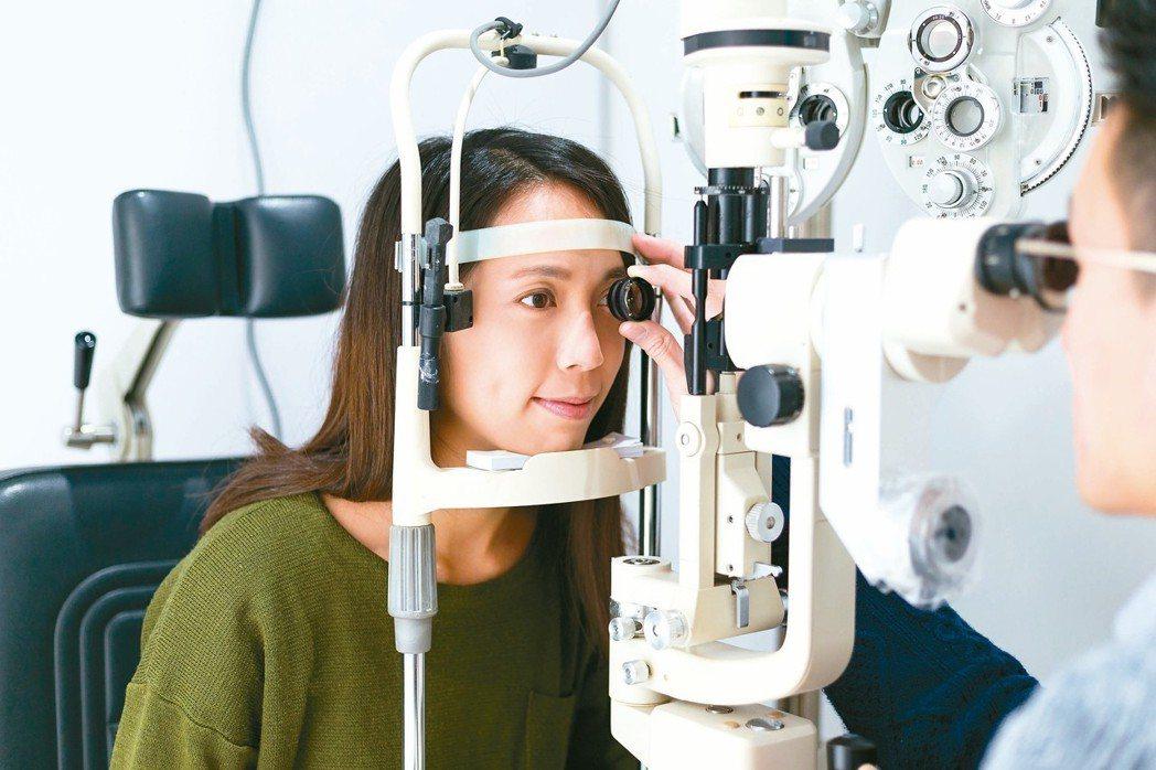 當眼科醫師看到明知其病,但卻無法治癒,心裡是多麼挫折感。示意圖,非當事人 圖/1...