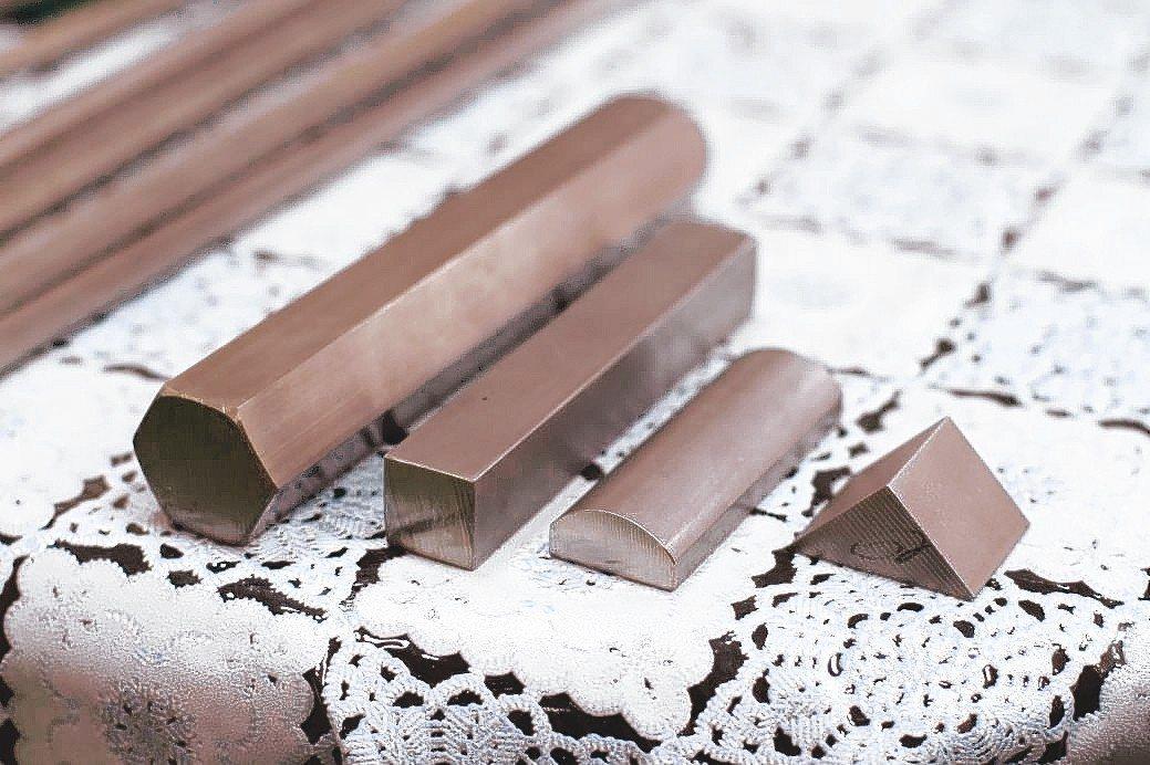 騰達五金是目前國內少數能同時製造「白鐵」與「黑鐵」金屬異型棒的製造廠。 張傑/攝...