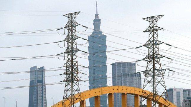 經濟部以未來每年平均電力需求成長率最大值1.86%估算,2025年每度電價將是3...