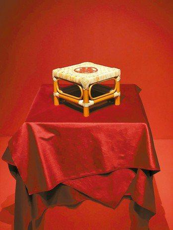 嫁妝常見的椅子。 記者何定照/攝影