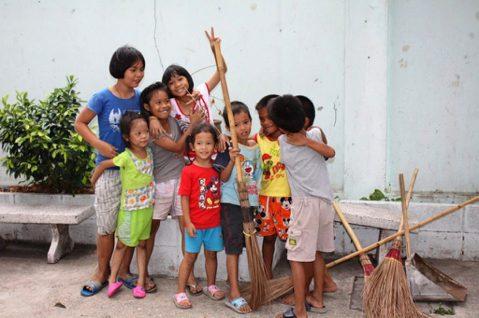 對鋼琴老師及醫師娘來說,社區的孩子們在改變的同時,她們也在改變。圖/Pixta