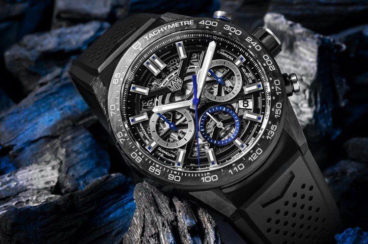 泰格豪雅Carrera Heuer 02鍛造碳電磁藍計時碼表,黑色PVD鍍層不鏽...