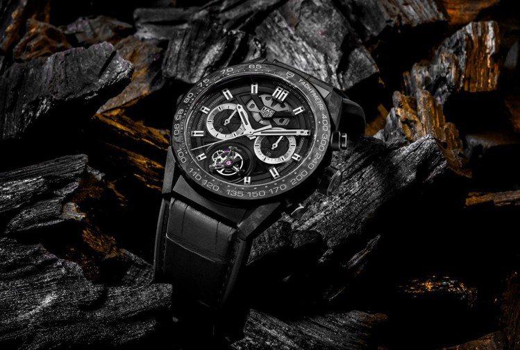泰格豪雅Carrera Heuer 02T鍛造碳陀飛輪幻影計時腕表,黑色PVD鍍...