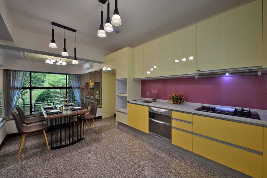 B棟綠意賞景餐廚大空間。圖片提供/穩業建設