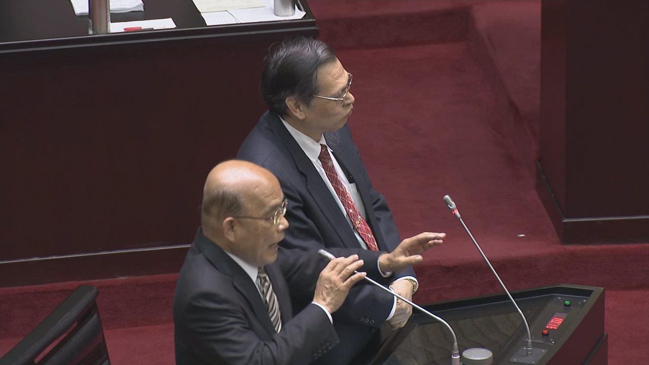 行政院長蘇貞昌(左)、陸委會主委陳明通(右)接受立委質詢。記者陳聖文/攝影
