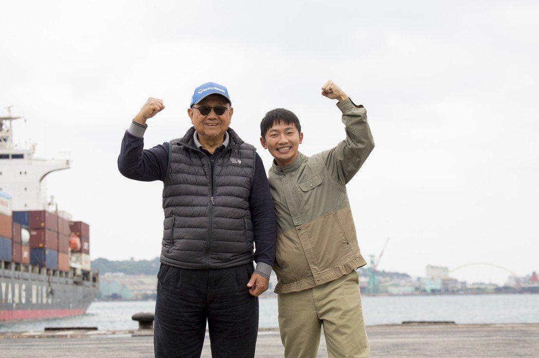 蔡昌憲(右)與「苦力」導演李岳峰。圖/公視提供