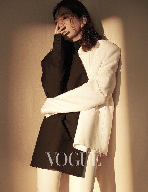 Ella陳嘉樺為「VOGUE」雜誌拍攝封面,受訪時提到,自己從來沒有羨慕過別人,也從來沒有不喜歡過自己,「因為我從小就知道,這個世界上再也找不到第二個陳嘉樺,知道我是獨一無二的。」、「我清楚我的優勢...
