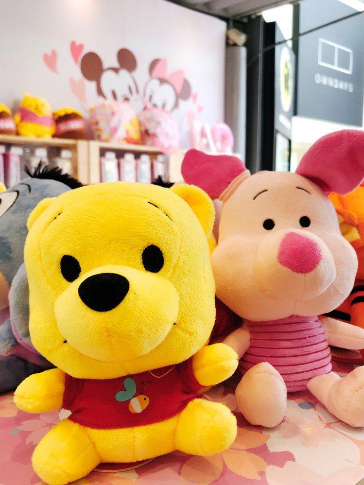 小熊維尼與小豬絨毛玩偶。圖/記者江佩君攝影
