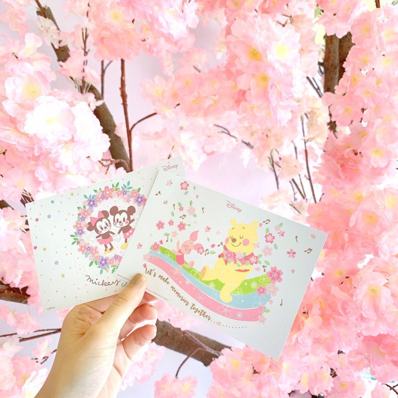 活動期間於拍照區拍照打卡Hashtag #迪士尼櫻花季或是消費滿699元,可獲得...