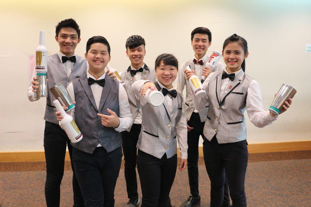 永平工商觀光科學生在飲料調製競賽是國內常勝軍。圖/永平工商提供