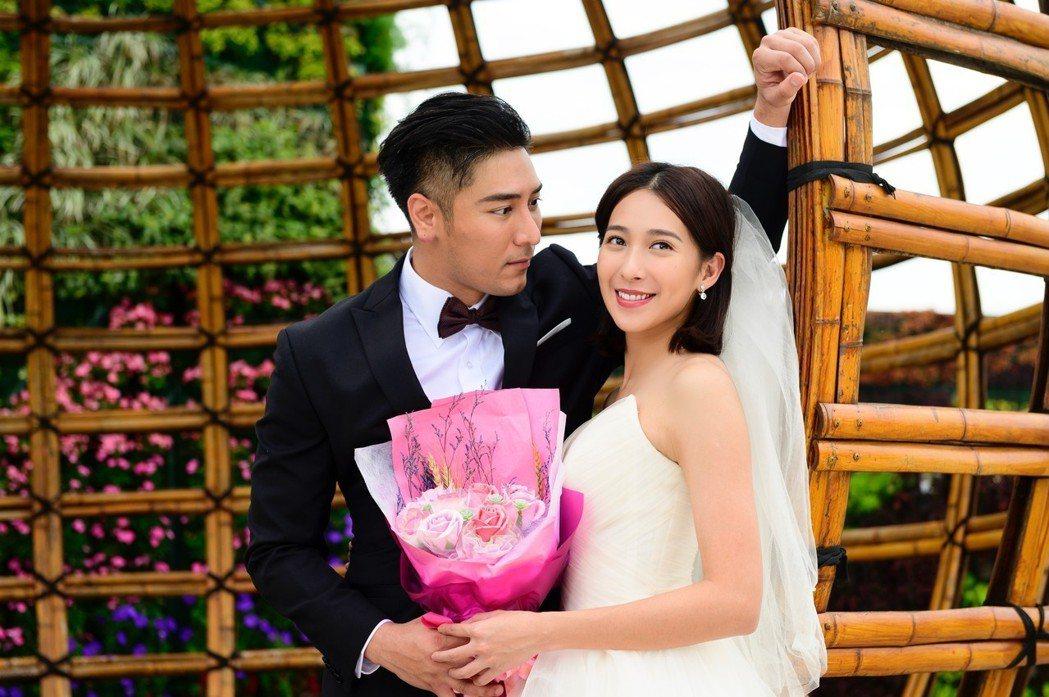 楊晴(右)與羅平為戲到台中拍婚紗。圖/TVBS提供