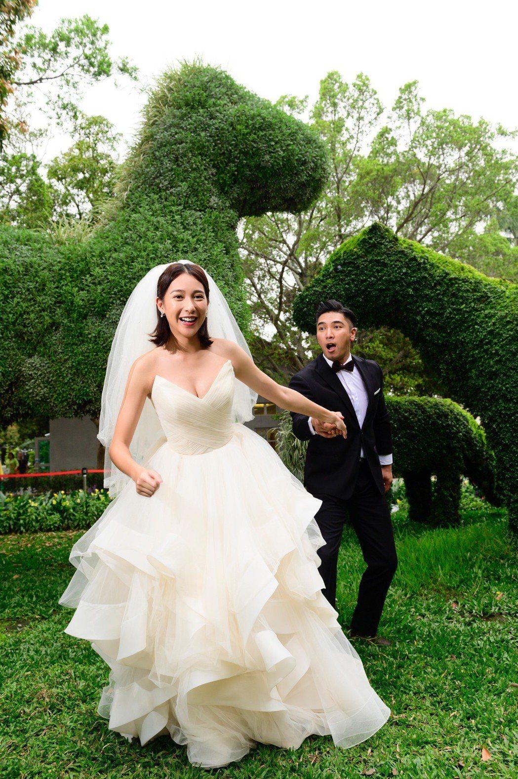 楊晴(前)與羅平為戲到台中拍婚紗。圖/TVBS提供