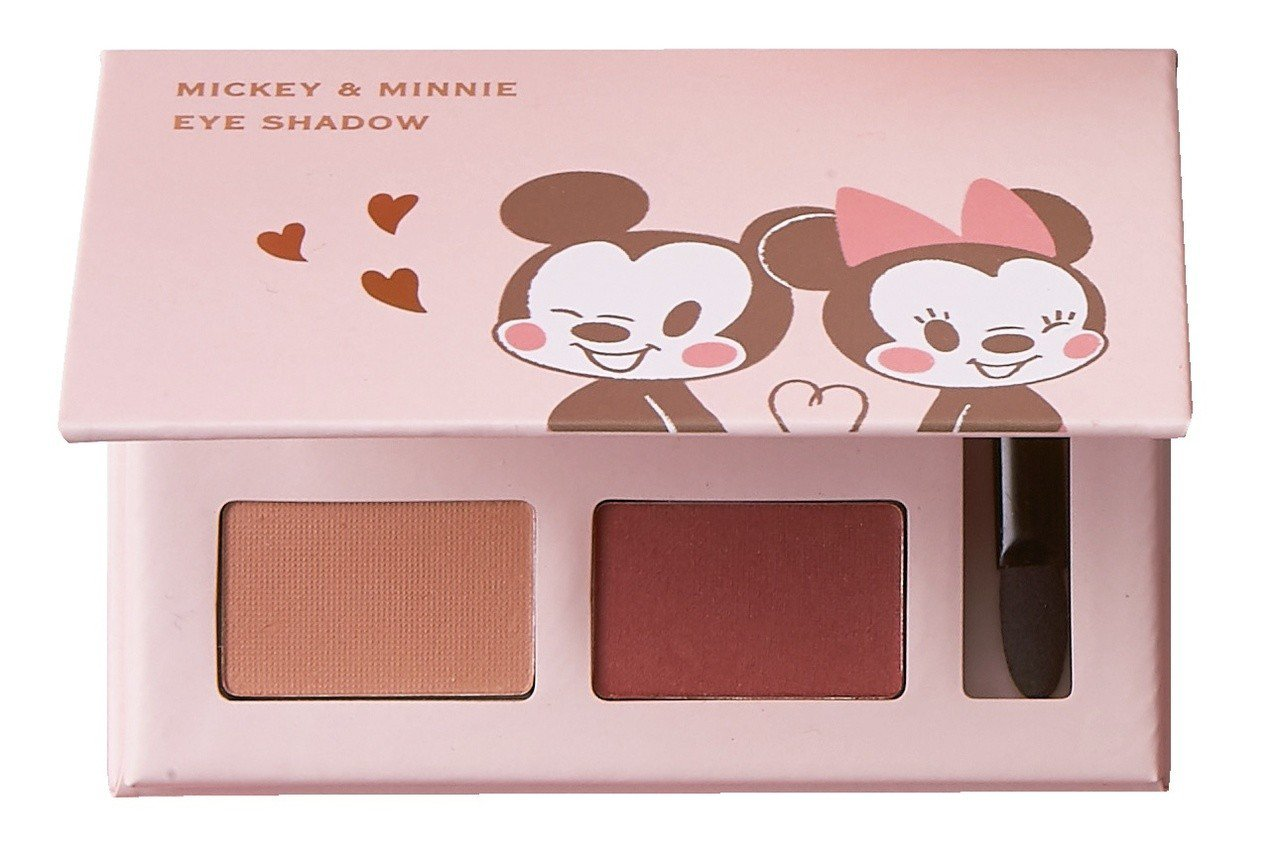 迪士尼櫻花系列彩妝5件組的4色眼影盤,是實用的紅棕與大地色系。圖/7-ELEVE...