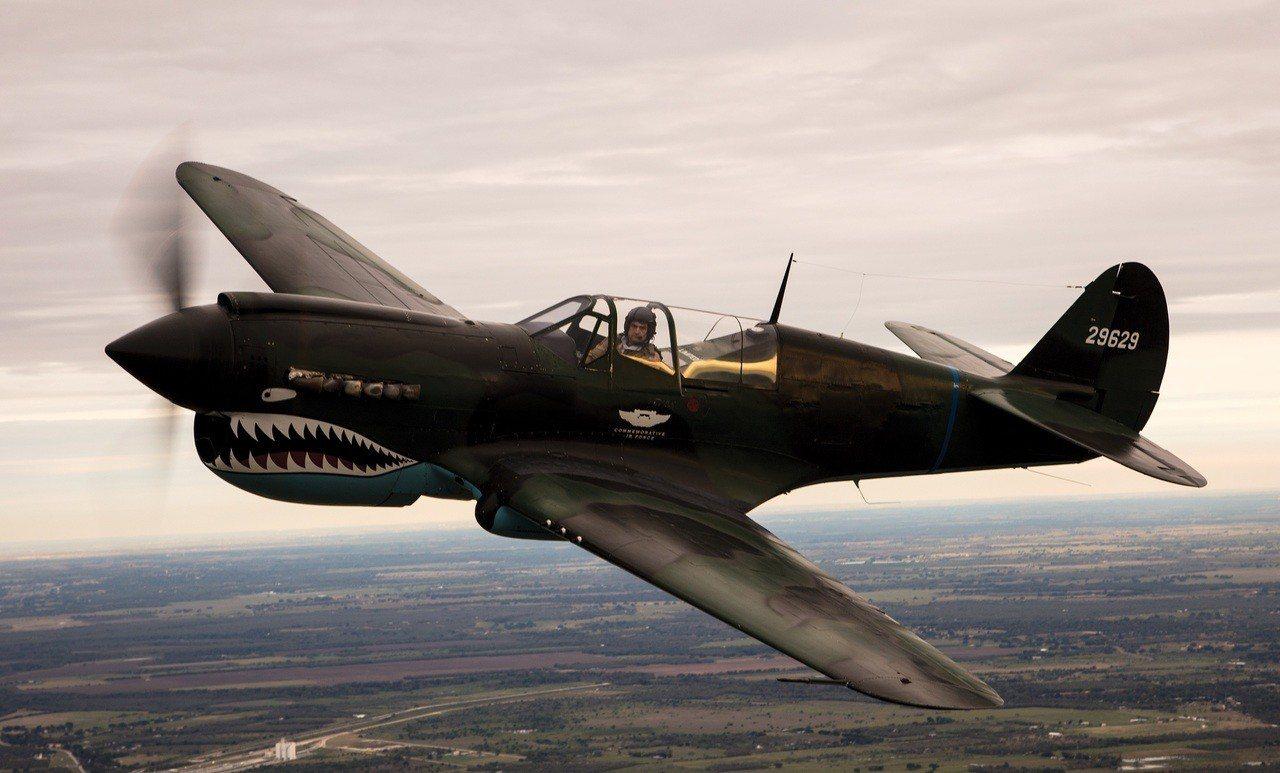 P-40戰鷹戰機飛行英姿。圖/百年靈提供