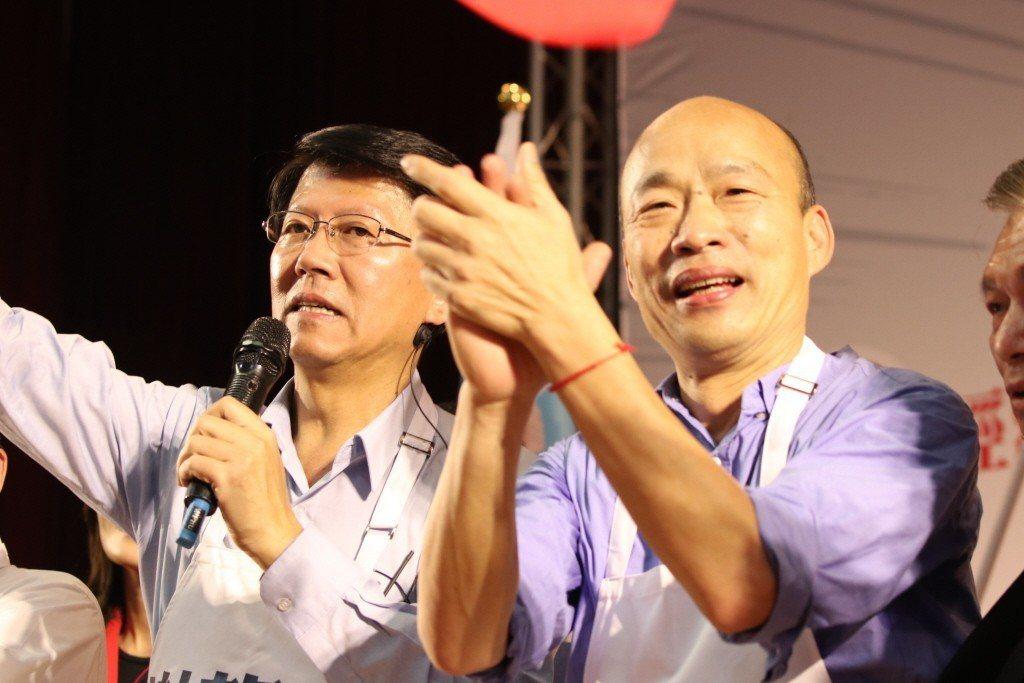 高雄市長韓國瑜(右)到台南為立委補選參選人謝龍介站台。 圖/聯合報系資料照片