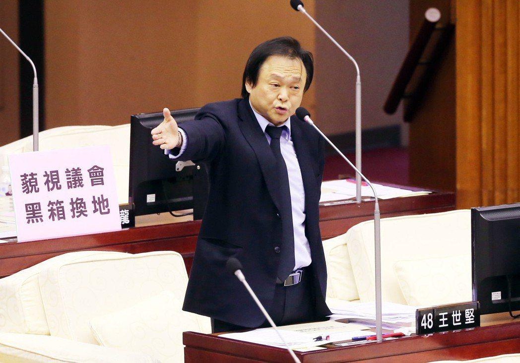 台北市議員王世堅質疑台北市長柯文哲故意放出駭客入侵消息,小題大作。圖/聯合報系資...