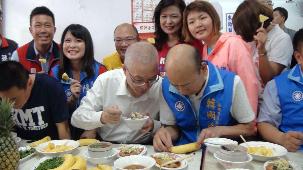 韓國瑜去年競選高雄市長時向黨中央喊話要資源,「不必滿漢全席,但至少有滷肉飯」。圖...