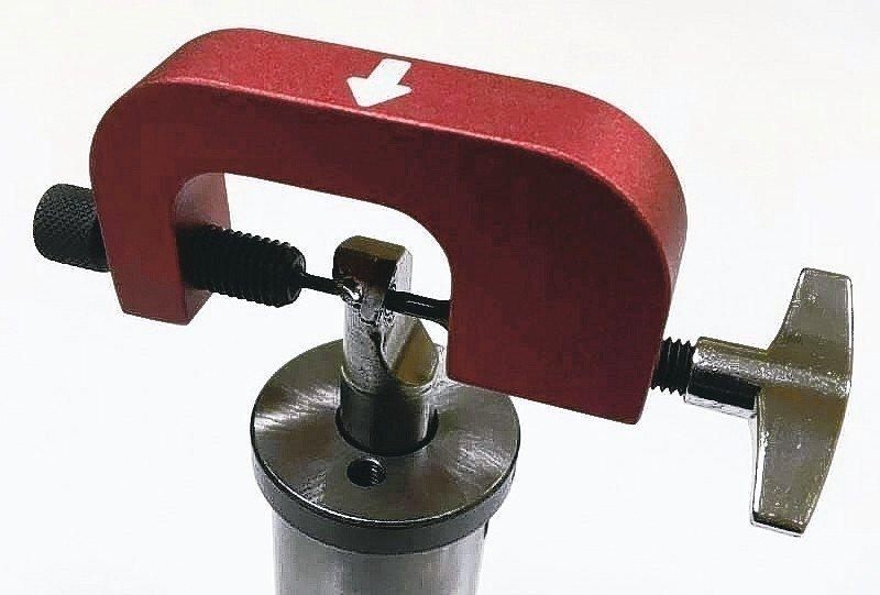 復順專利快拆螺絲工具組,只要30秒即可輕鬆將滑牙螺絲拆下。 復順工業/提供
