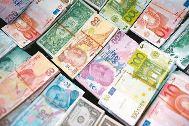新興市場基本面穩健,法人看好新興市場股債後市。 (美聯社)