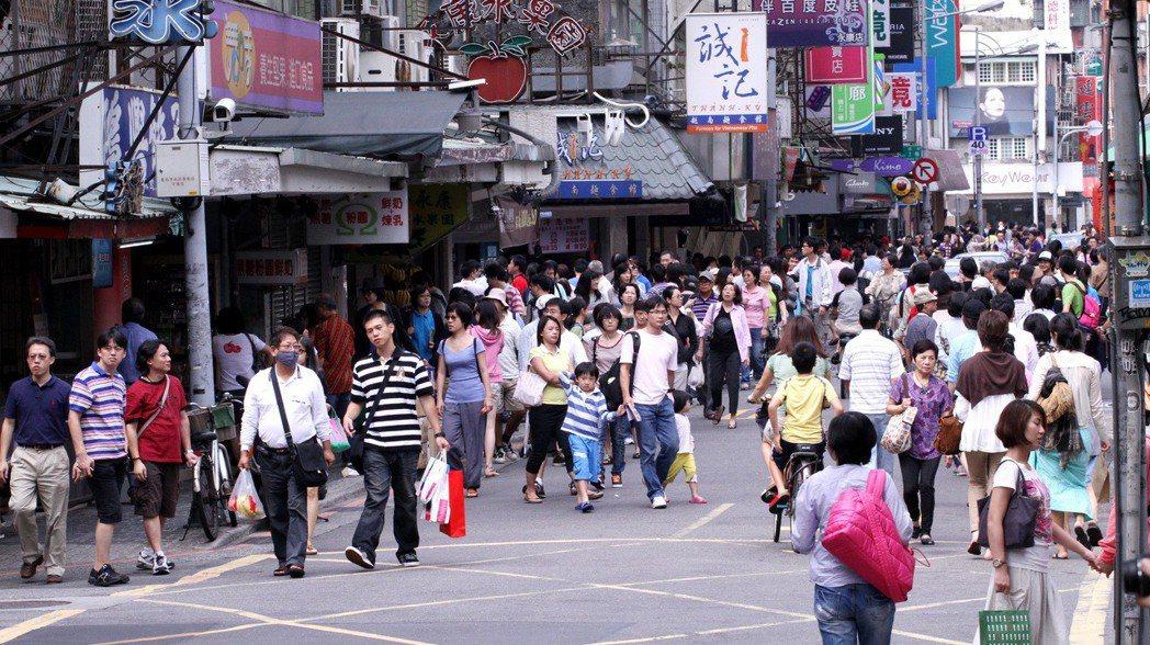隨著台北捷運東門站通車,為永康街周邊增添生活的便利性,同時也為永康商圈帶來人潮。...