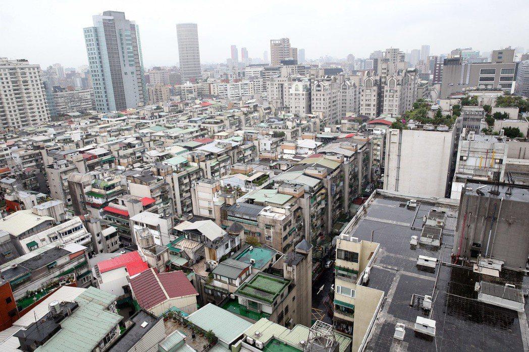 台北市忠孝東路四段216巷和延吉街一帶高點。 報系資落照
