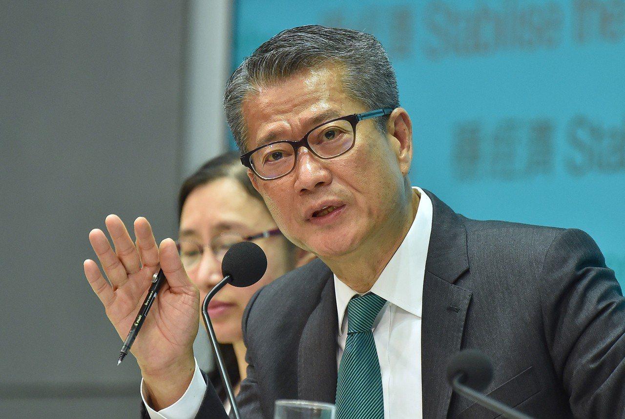 倘取消美港政策法,陳茂波認為香港不會完蛋。 中國新聞社