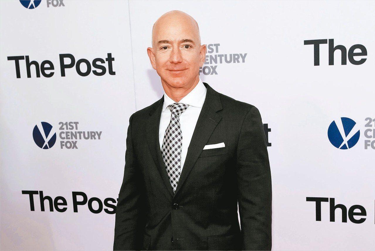 亞馬遜公司創辦人貝佐斯擁有逾1310億美元資產,仍穩坐世界首富寶座。 美聯社