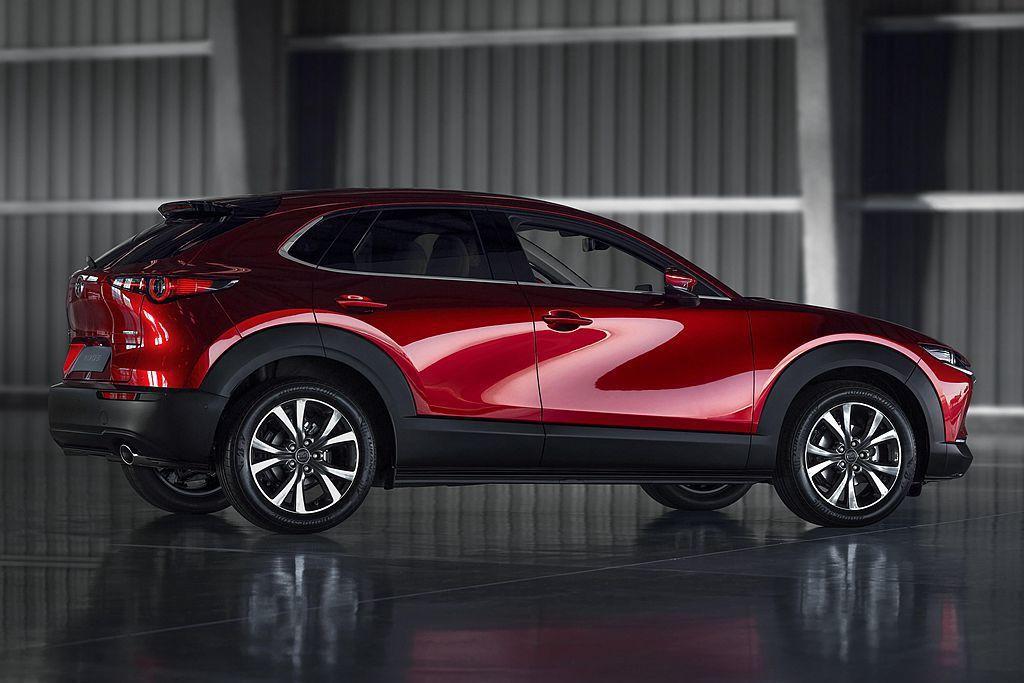 透過2,655mm軸距設定提供Mazda CX-30後座不俗的膝部空間,且改進的...