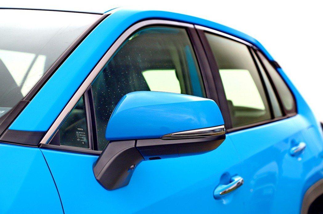 後照鏡位置較過去下降,前三角窗的盲區降低。 記者張振群/攝影