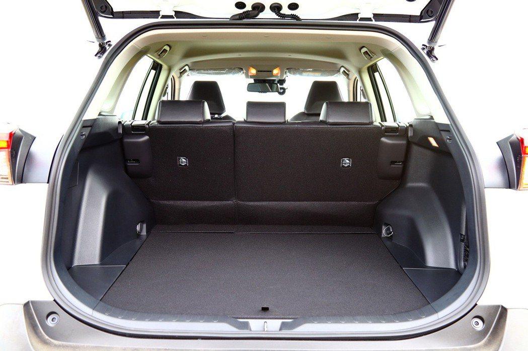 後行李廂空間在一般狀態下提供580L的容積。 記者張振群/攝影