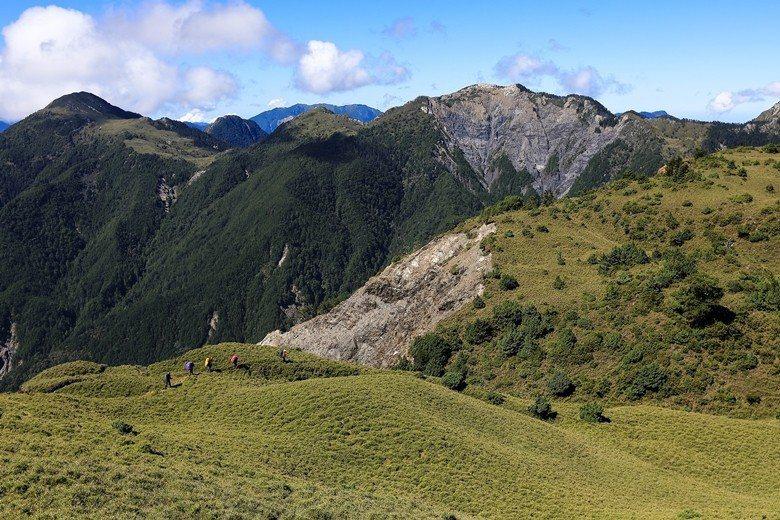 台灣充滿生命的群山——丹郡橫斷。 圖/雪羊提供