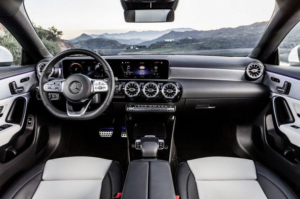 與CLA、A-Class相同配置的內裝佈局,並搭載MBUX車載娛樂系統。 摘自M...